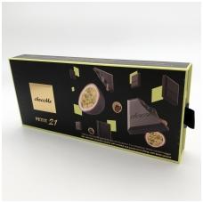 Vieno kąsnio juodojo šokolado kubeliai su karamele, pasiflorų įdaru ir juodojo sezamo sėklomis, 110g