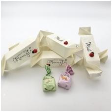 Šokoladiniai saldainiai baltoje dėžutėje